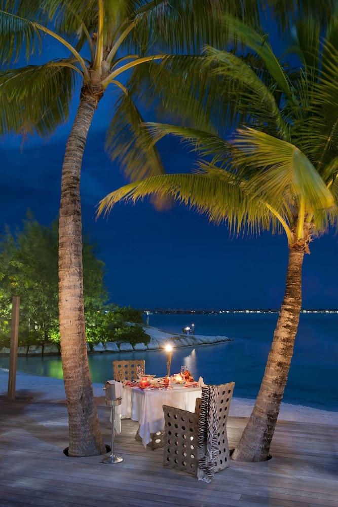 https://i.travelapi.com/hotels/2000000/1410000/1405900/1405888/1f03f808_z.jpg