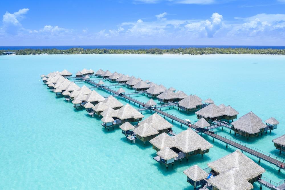 https://i.travelapi.com/hotels/2000000/1410000/1405900/1405888/2b9f4e1f_z.jpg