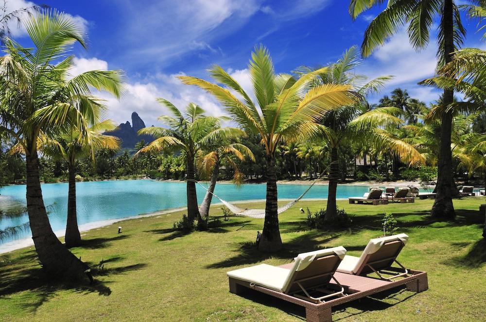 https://i.travelapi.com/hotels/2000000/1410000/1405900/1405888/2ca6b1a8_z.jpg