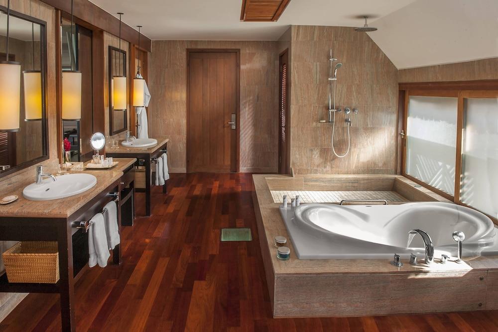 https://i.travelapi.com/hotels/2000000/1410000/1405900/1405888/457a43a5_z.jpg