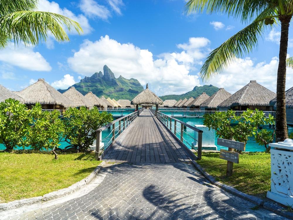 https://i.travelapi.com/hotels/2000000/1410000/1405900/1405888/4589b384_z.jpg