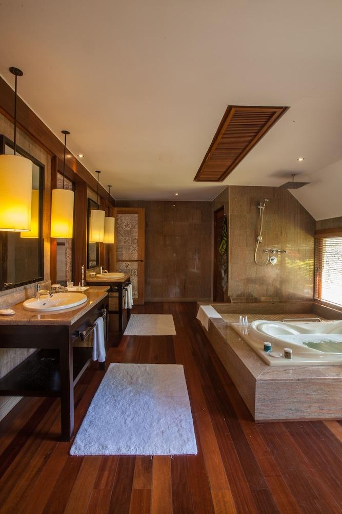 https://i.travelapi.com/hotels/2000000/1410000/1405900/1405888/4e3efa18_z.jpg