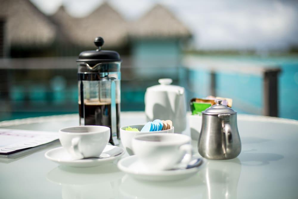 https://i.travelapi.com/hotels/2000000/1410000/1405900/1405888/7cede0ba_z.jpg