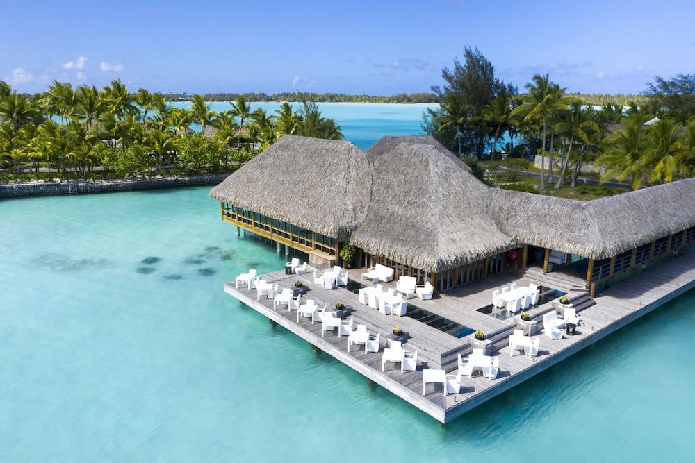 https://i.travelapi.com/hotels/2000000/1410000/1405900/1405888/9c6528f1_z.jpg
