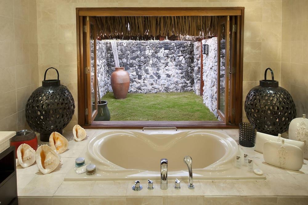 https://i.travelapi.com/hotels/2000000/1410000/1405900/1405888/ca1dba3f_z.jpg