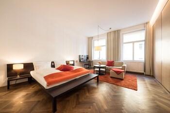 Double Room (XL)