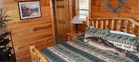 Luxury Cabin, 2 Bedrooms, Hot Tub, Mountain View (Sleeps up to 8)