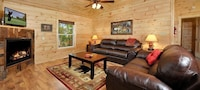 Premier Cabin, 3 Bedrooms, Hot Tub, Valley View (Sleeps up to 8)