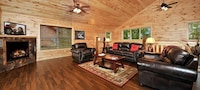 Premier Cabin, 2 Bedrooms, Hot Tub, Valley View (Sleeps up to 6)