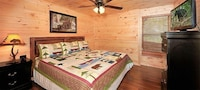 Premier Cabin, 3 Bedrooms, Hot Tub, Valley View (Sleeps up to 10)