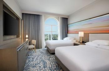 Single Room, 2 Queen Beds, Bay View