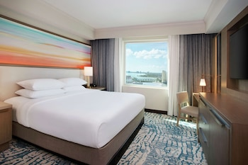 Single Room, 1 King Bed, Corner