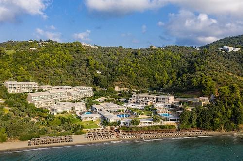. Kassandra Bay Resort, Suites & Spa