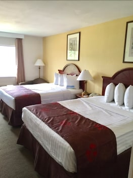 Guestroom at Days Inn & Suites by Wyndham Laurel Near Fort Meade in Laurel