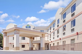 Hotel - Days Inn & Suites by Wyndham Laurel Near Fort Meade