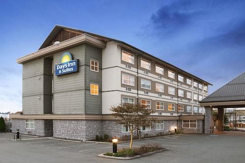 . Days Inn & Suites by Wyndham Langley