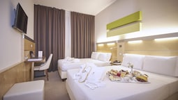 Quadruple Room (2 Double French Beds)