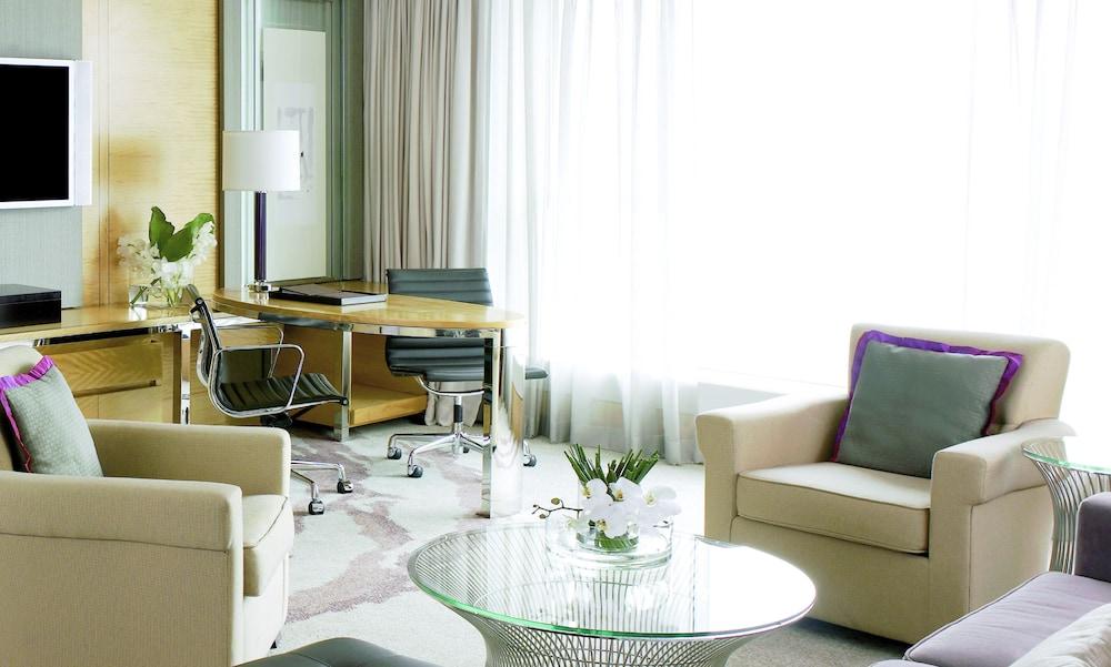 포 시즌스 호텔 홍콩(Four Seasons Hotel Hong Kong) Hotel Image 15 - Guestroom