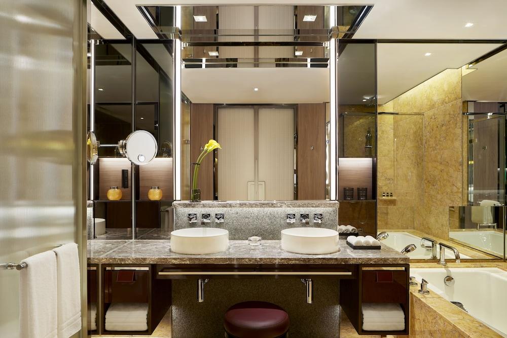 https://i.travelapi.com/hotels/2000000/1420000/1418800/1418778/641911ba_z.jpg