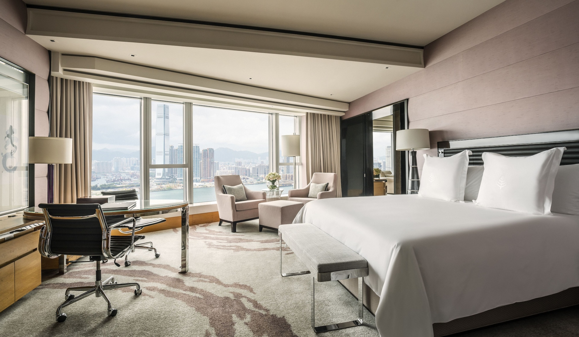 Grand Harbour View Suite