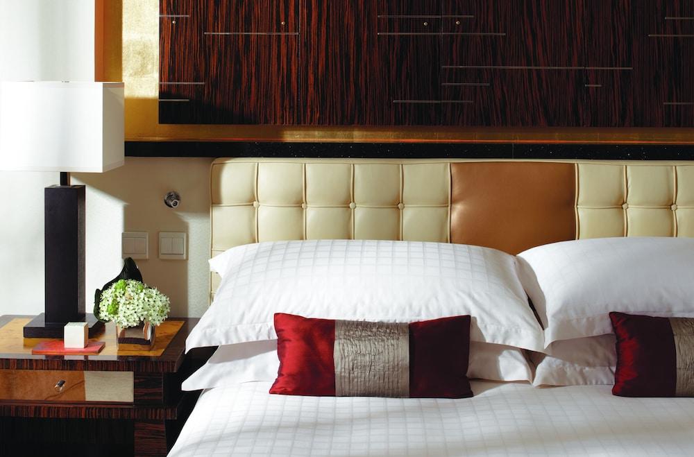 포 시즌스 호텔 홍콩(Four Seasons Hotel Hong Kong) Hotel Image 19 - Guestroom