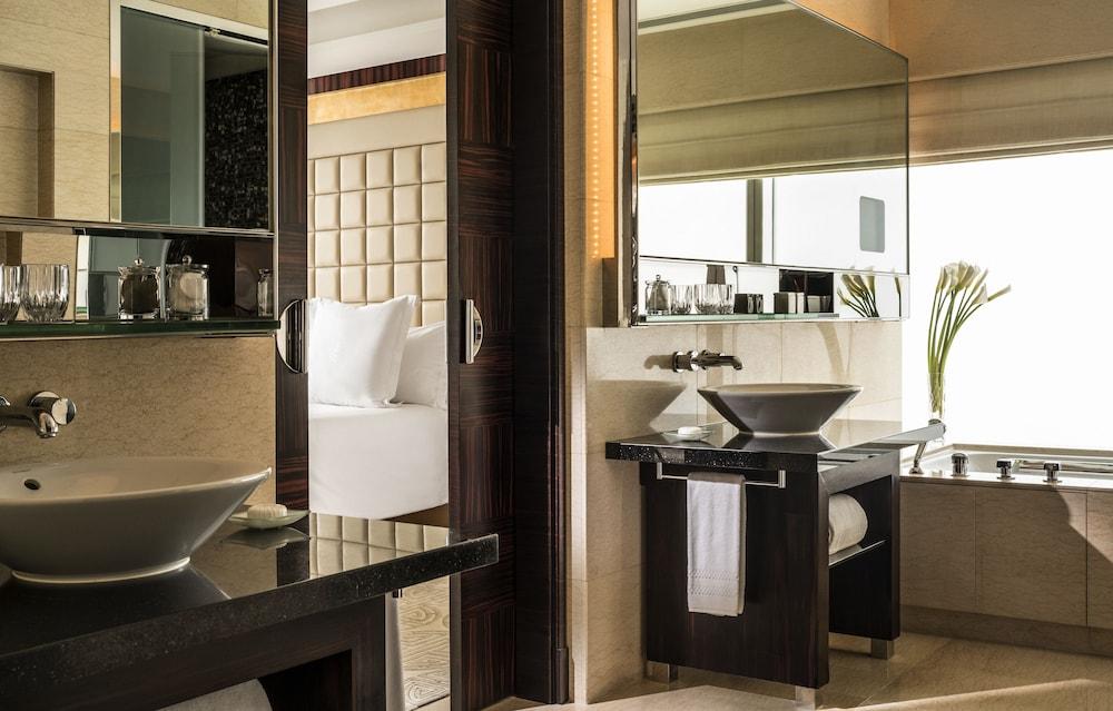 포 시즌스 호텔 홍콩(Four Seasons Hotel Hong Kong) Hotel Image 18 - Guestroom