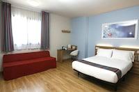 Triple Room (Minimum 3 people occupancy)