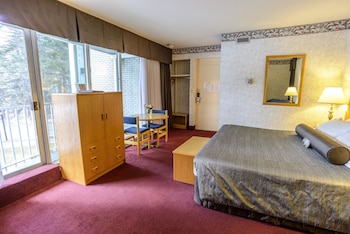 Premium Room, 1 King Bed, River View