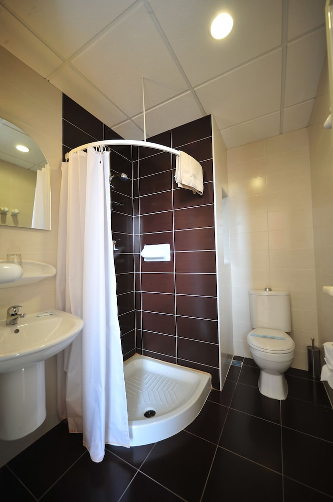 https://i.travelapi.com/hotels/2000000/1430000/1424100/1424041/1e5f2e17_z.jpg