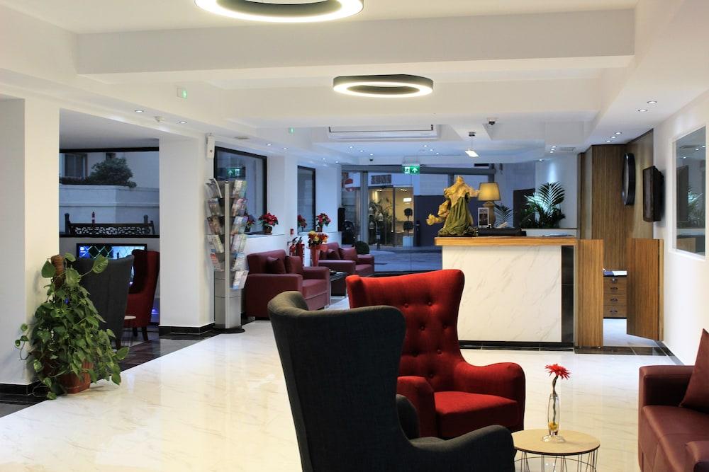 https://i.travelapi.com/hotels/2000000/1430000/1424100/1424041/98b8fb37_z.jpg
