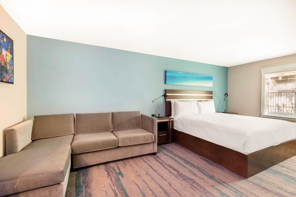 Business Suite, 1 King Bed, Non Smoking (Upgrade)