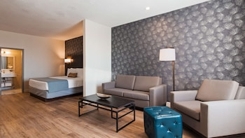 Suite, 1 King Bed with Sofa bed, Non Smoking, Refrigerator (with Sofabed)
