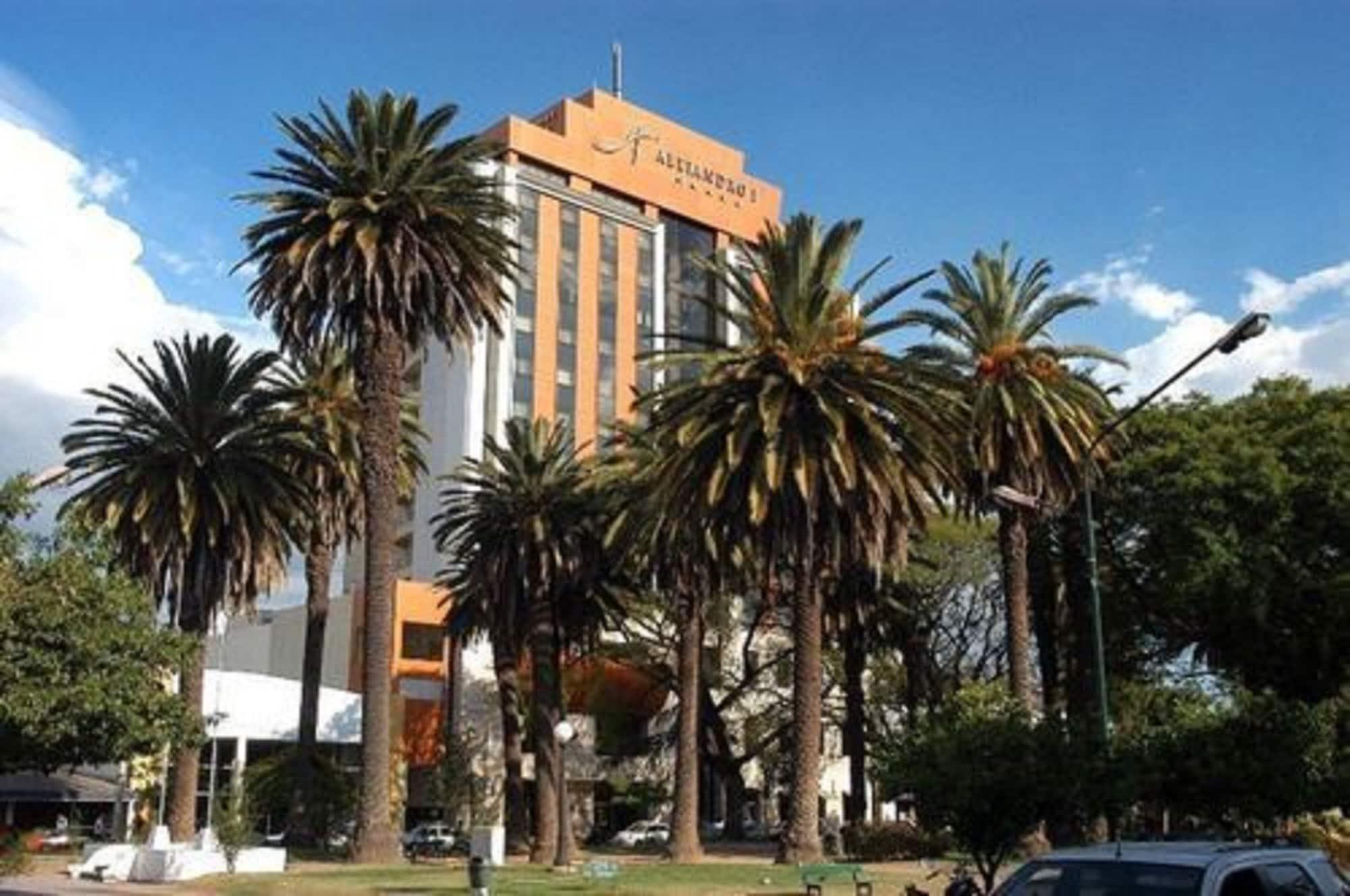 Alejandro I Hotel, Capital