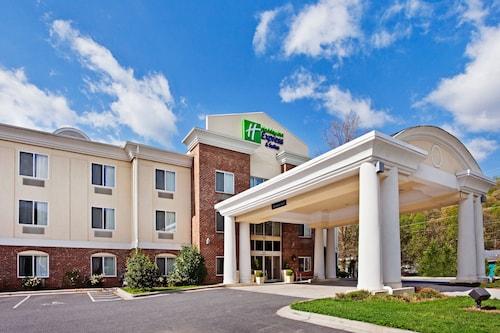 . Holiday Inn Express Hotel & Suites Cherokee / Casino