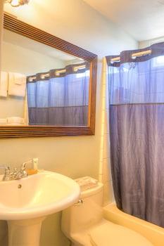 Kohea Kai Maui, an Ascend Hotel Collection Member - Bathroom  - #0