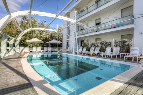 __{offers.Best_flights}__ Hotel Boemia