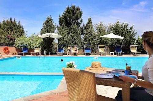 __{offers.Best_flights}__ Pausania Inn