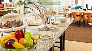 Hilton Garden Inn Plymouth - Breakfast Area  - #0