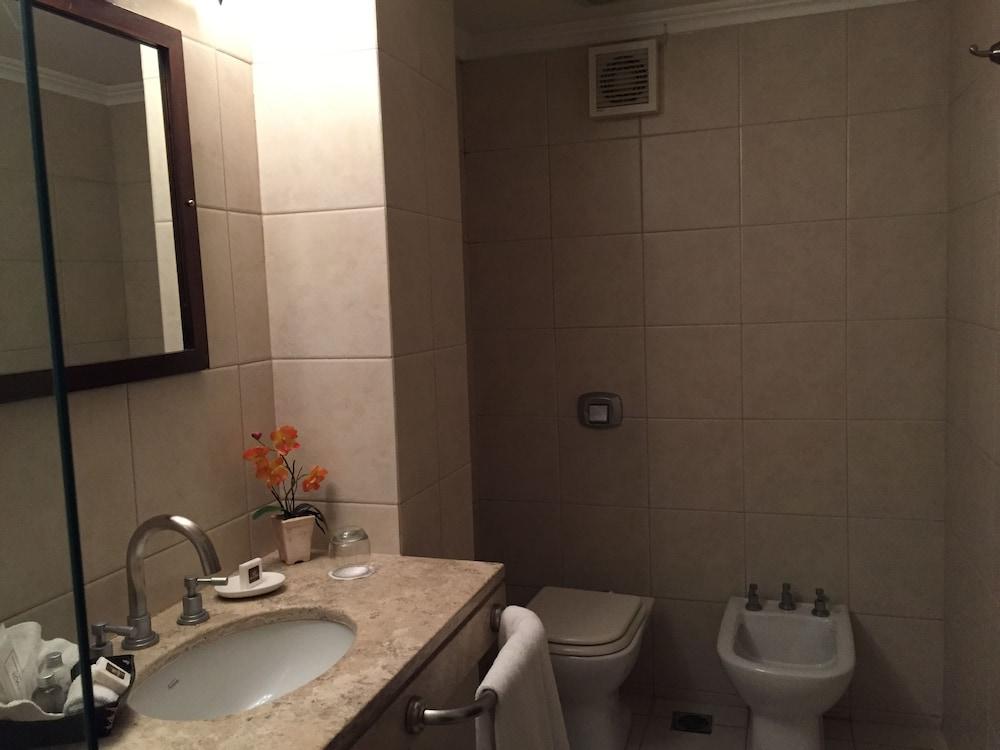 켄톤 팰리스 바릴로체(Kenton Palace Bariloche) Hotel Image 16 - Bathroom