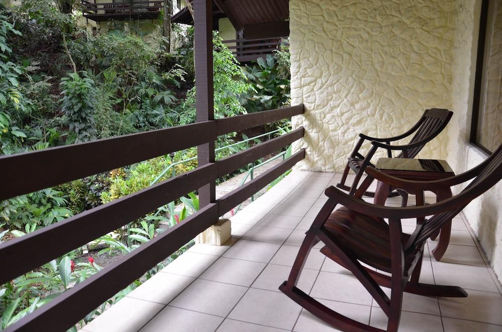 https://i.travelapi.com/hotels/2000000/1450000/1449600/1449546/3420c7b5_z.jpg