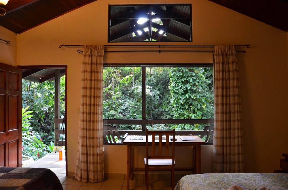 https://i.travelapi.com/hotels/2000000/1450000/1449600/1449546/bd624980_z.jpg