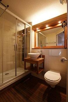 Green hôtels Confort - Roissy Parc des Expositions - Bathroom  - #0