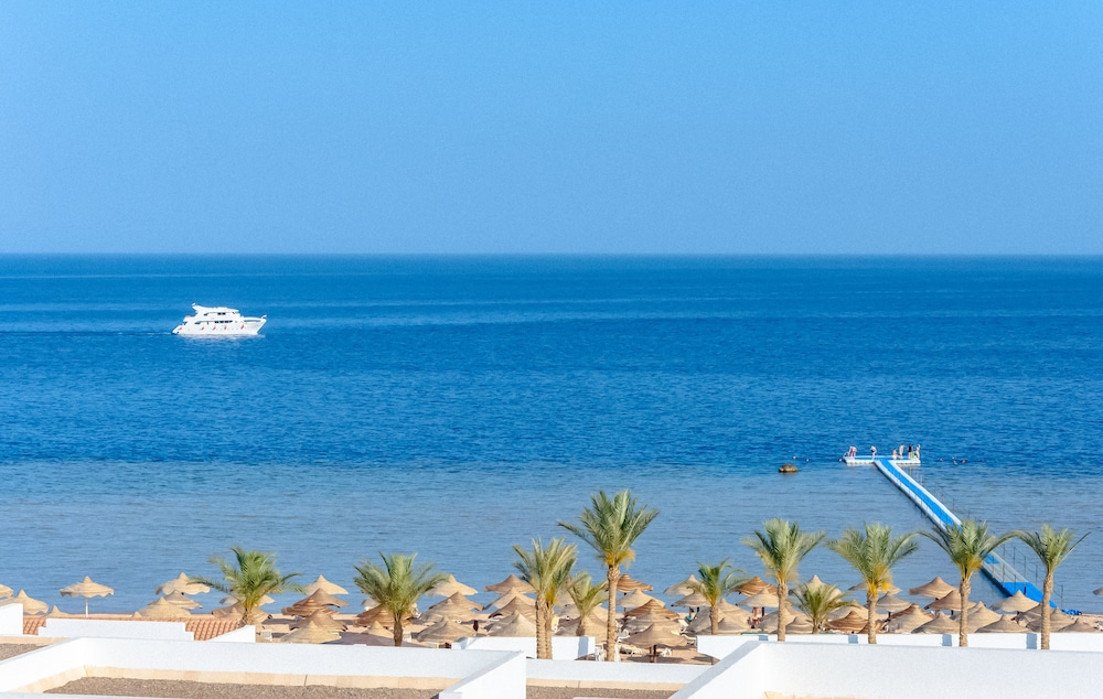 Coral Beach Resort Montazah - Adults Only
