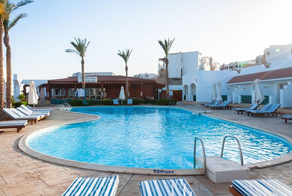 코럴 비치 리조트 몬타자  - 어른 전용(Coral Beach Resort Montazah - Adults Only) Hotel Image 7 - Pool