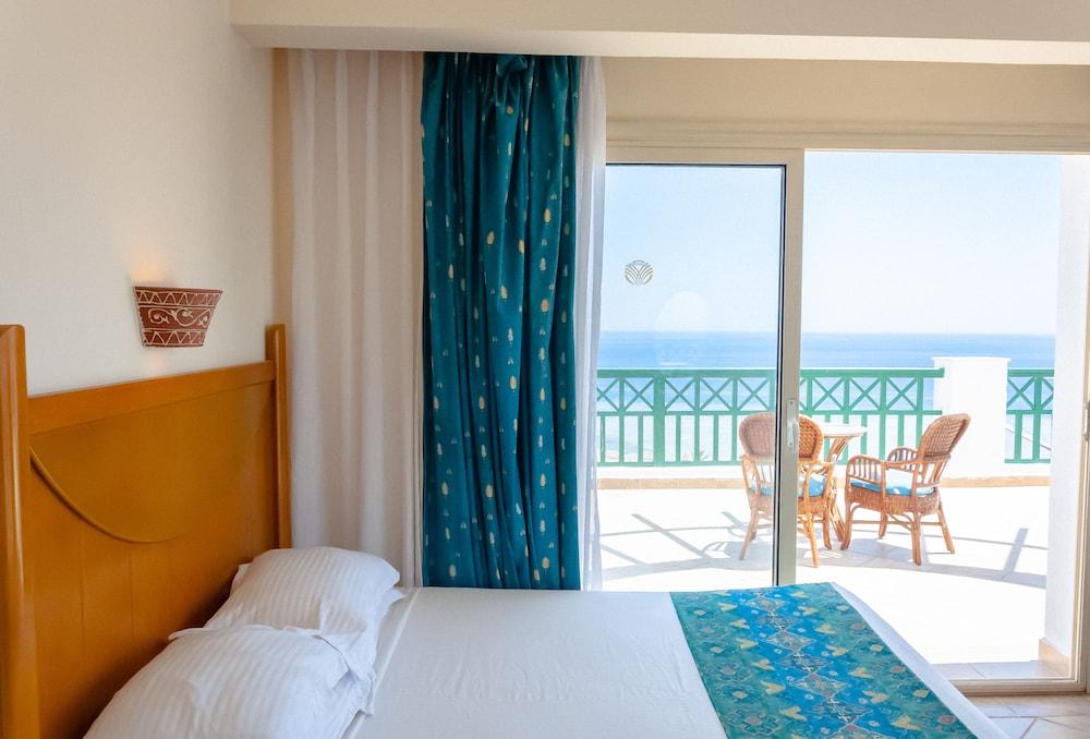 코럴 비치 리조트 몬타자  - 어른 전용(Coral Beach Resort Montazah - Adults Only) Hotel Image 31 - Guestroom