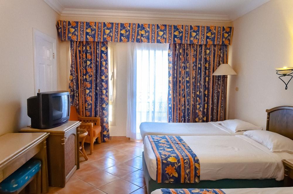 코럴 비치 리조트 몬타자  - 어른 전용(Coral Beach Resort Montazah - Adults Only) Hotel Image 30 - Guestroom