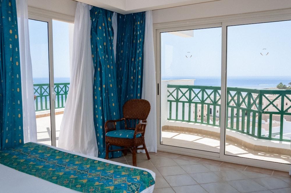 코럴 비치 리조트 몬타자  - 어른 전용(Coral Beach Resort Montazah - Adults Only) Hotel Image 57 - Beach/Ocean View