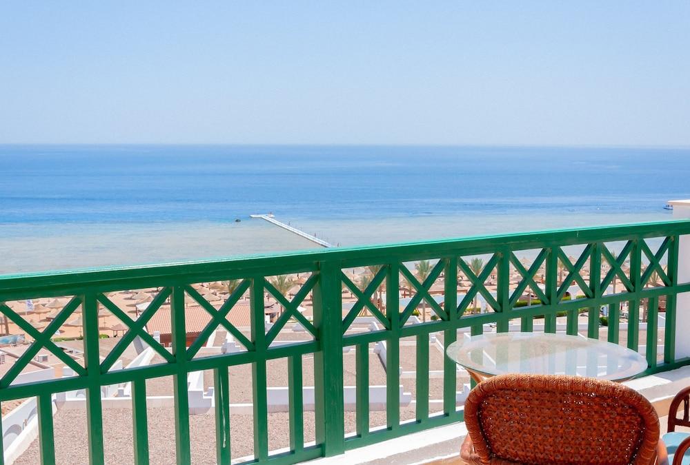 코럴 비치 리조트 몬타자  - 어른 전용(Coral Beach Resort Montazah - Adults Only) Hotel Image 11 - Guestroom