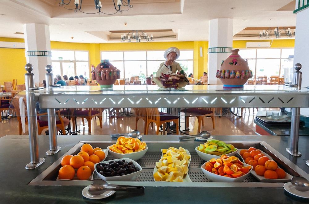 코럴 비치 리조트 몬타자  - 어른 전용(Coral Beach Resort Montazah - Adults Only) Hotel Image 47 - Restaurant