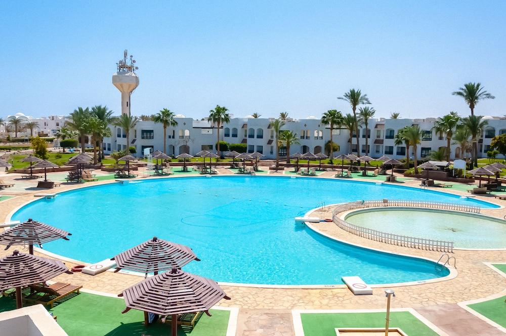 코럴 비치 리조트 몬타자  - 어른 전용(Coral Beach Resort Montazah - Adults Only) Hotel Image 5 - Pool